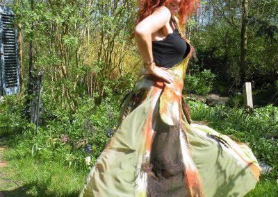 """Latzkleid """"Herbsttanz""""- Es schwingt und tanzt sich ein Rock durch die Herbstfarben"""