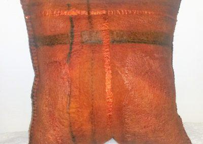 kunchelweiches Sofakissen mit viel Seide und handgefärbt