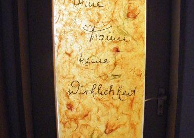 Türverkleidung mit Wolle, Seide, Papier und Schrift in Blattgold