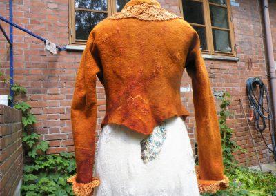 Kurzjäckchen mit eingearbeiteter alter Spitze, Merinoseidengemisch auf Baumwollgaze
